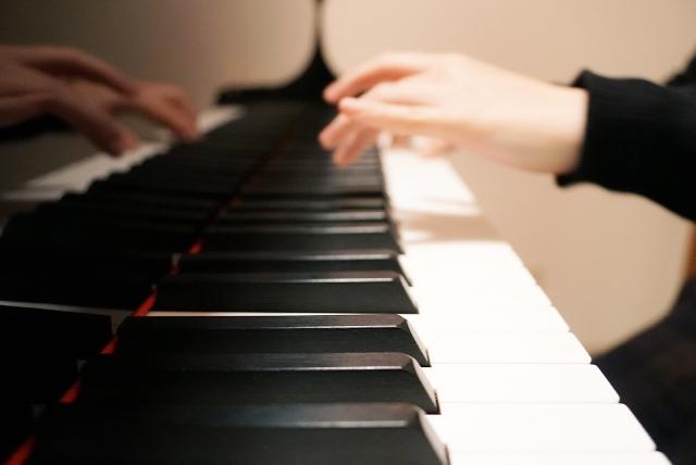 大人からピアノを始めたいけど初期費用いくらかかる?